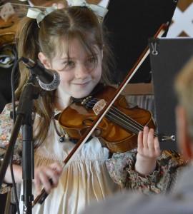 Girl Fiddler 6(1)